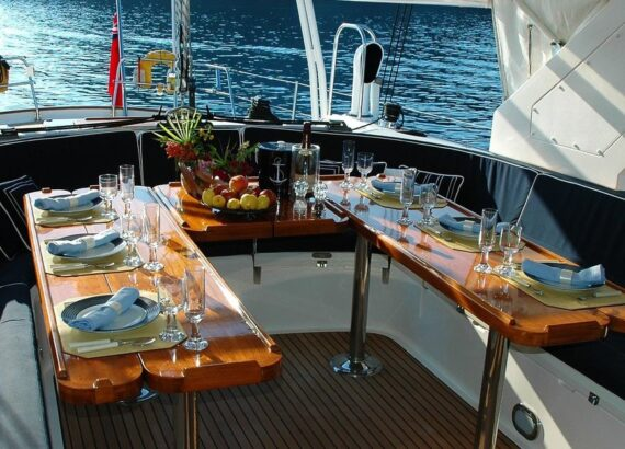 cena su una barca